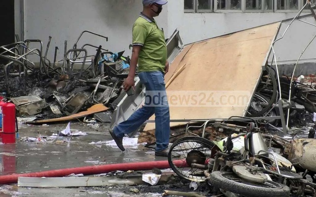 Agitated workers vandalised and carried out arson attacks at Evergreen Product Factory BD Ltd in Nilphamari's Uttara EPZ on Jun 27, 2020.