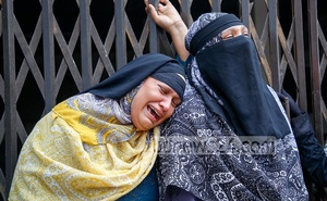 Shocked over the Buringanga launch capsize incident, relatives of the victims break down in tears in front of Mitford Hospital's morgue in Old Dhaka. Photo: Mahmud Zaman Ovi