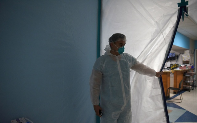 A medical worker opens a makeshift door to the United Memorial Medical Centre's coronavirus disease (COVID-19) intensive care unit in Houston, Texas, US, June 29, 2020. REUTERS