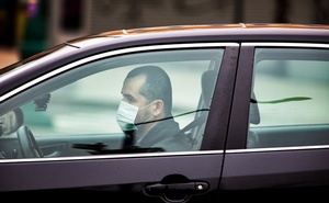 An Uber driver wears a mask in New York, March 20, 2020. Uber is facing its greatest crisis: keeping the ride-hailing business afloat when many people are still staying home. (Demetrius Freeman/The New York Times)