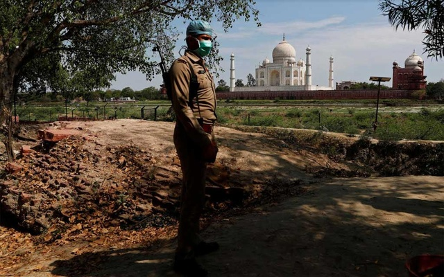 A policeman wearing a protective mask stands guard near the historic Taj Mahal during a nationwide lockdown to slow the spread of COVID-19, in Agra, India, April 23, 2020. Reuters