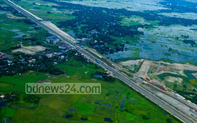 The 55km expressway has two parts stretching 35km from Dhaka to Mawa and 20km from Patchchar to Bhanga. The two parts will be connected through the Padma Bridge. The 6.15km bridge will have 41 spans on 42 piers. The workers have installed 31 spans so far. The expressway is set to ease the travel from Khulna and Barishal divisions to Dhaka.