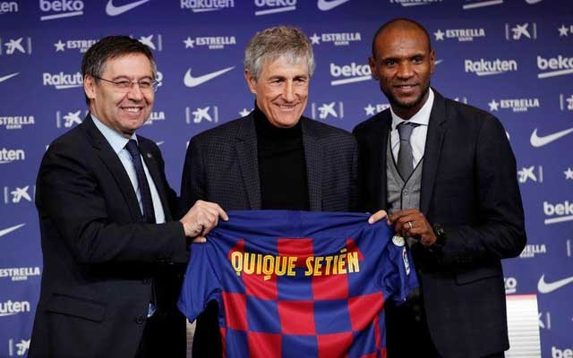FC Barcelona coach Quique Setien poses for a photograph with president Josep Maria Bartomeu and sports director Eric Abidal REUTERS/Albert Gea