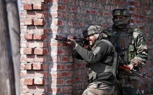 Indian army soldiers take their positions near the site of a gun battle between Indian security forces and militants on the outskirts of Srinagar February 21, 2016. REUTERS