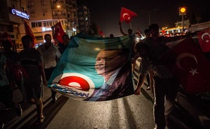 Supporters of President Recep Tayyip Erdogan march the day after a coup attempt in Antalya, Turkey, July 16, 2016. The New York Times