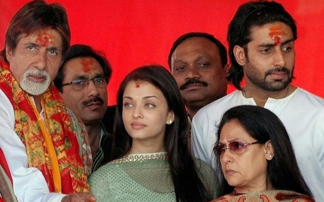 Bollywood actors Amitabh Bachchan (L), Aishwarya Rai (3rd L), Jaya Bachchan (2nd R) and Abhishek Bachchan (R) stand during a mass marriage ceremony near Vindhyachal temple in Mirzapur January 27, 2007. Reuters