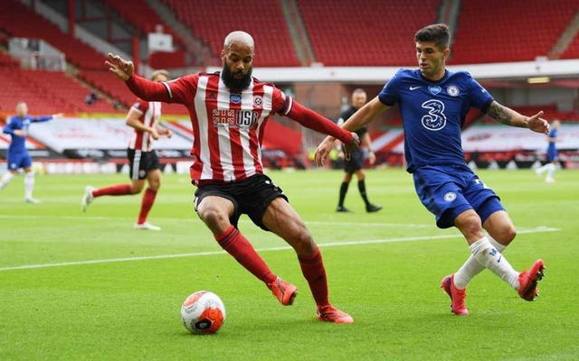 Premier League - Sheffield United v Chelsea - Bramall Lane, Sheffield, Britain - July 11, 2020 Sheffield United's David McGoldrick in action with Chelsea's Christian Pulisic, as play resumes behind closed doors following the outbreak of the coronavirus disease (COVID-19) Pool via REUTERS/Shaun Botterill