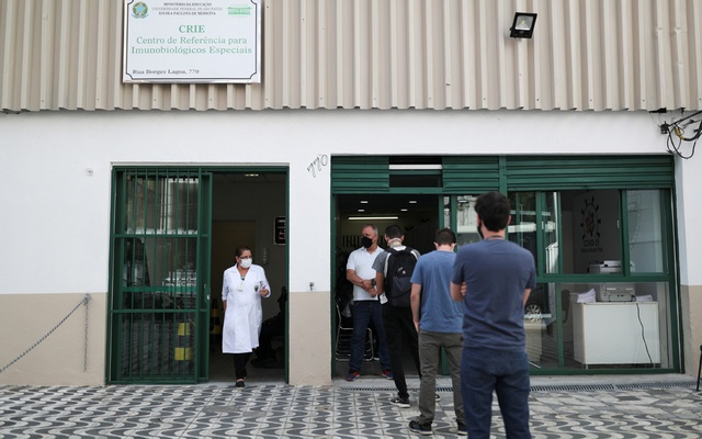 People stand in front of the Reference Center for Special Immunobiologicals (CRIE) of the Federal University of Sao Paulo (Unifesp) where the trials of the Oxford/AstraZeneca coronavirus vaccine are conducted, in Sao Paulo, Brazil, June 24, 2020. Reuters
