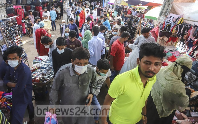 Customers overcrowd the shops on a footbridge in Dhaka's New Market area on Friday without maintaining physical distance raising coronavirus infection risks. Photo: Asif Mahmud Ove