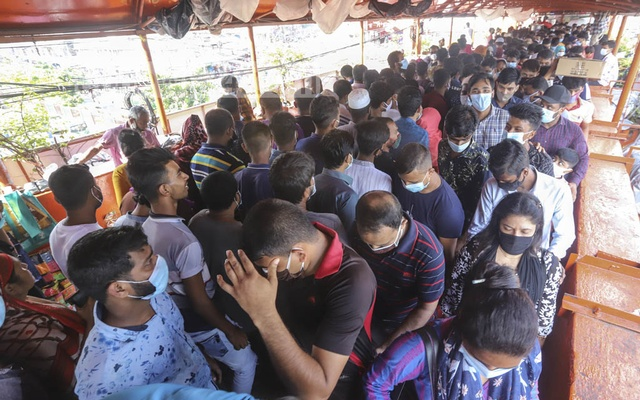 Customers overcrowd the shops on a footbridge in Dhaka's New Market area on Friday without maintaining physical distance ignoring dangers of contracting the coronavirus. Photo: Asif Mahmud Ove
