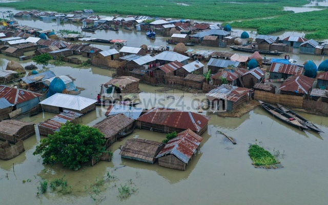 Almost all villages in Hatsherpur union including Jamthail, Tengrakura, Dhighapara, Char Chakanatinath, north and south Benupur and Pakod are inundated with water.