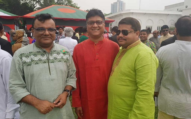Ishtiaque Reza and Pranab Saha with Shahed at Bangabhaban's Independence Day function in 2018