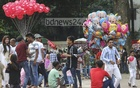 People flocked to open-air spaces around Dhaka as amusement centres across the capital were closed during Eid holidays due to coronavirus pandemic. Many visitors at the Central Shaheed Minar in Dhaka defied health rules issued by the government to stop the outbreak. Photo: Asif Mahmud Ove