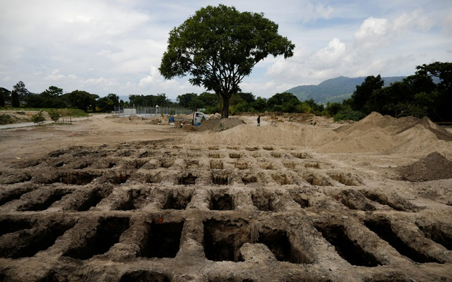 Recently dug graves are seen at an area for victims of the coronavirus disease (COVID-19), at La Bermeja cemetery, as the coronavirus disease (COVID-19) outbreak continues, in San Salvador, El Salvador Jul 27, 2020. REUTERS