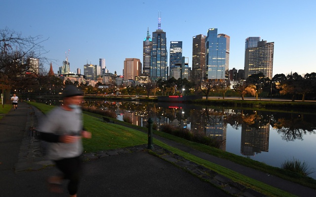 A jogger exercises by the Yarra River as Melbourne operates under lockdown restrictions to curb the spread of the coronavirus disease in Australia, on Aug 10, 2020. REUTERS