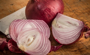 Red onions from Thomson International were contaminated with salmonella but officials recommend consumers throw away any onions if they are unsure where they came from.Credit...Tony Cenicola/The New York Times
