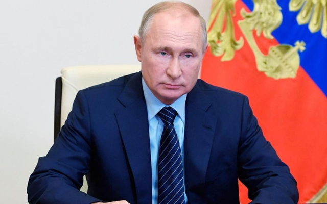 Russia's President Vladimir Putin discusses the environmental situation in the town of Usolye-Sibirskoye in Irkutsk region during a video conference call with officials at the Novo-Ogaryovo state residence outside Moscow, Russia July 30, 2020. Sputnik/Alexei Nikolsky/Kremlin via REUTERS