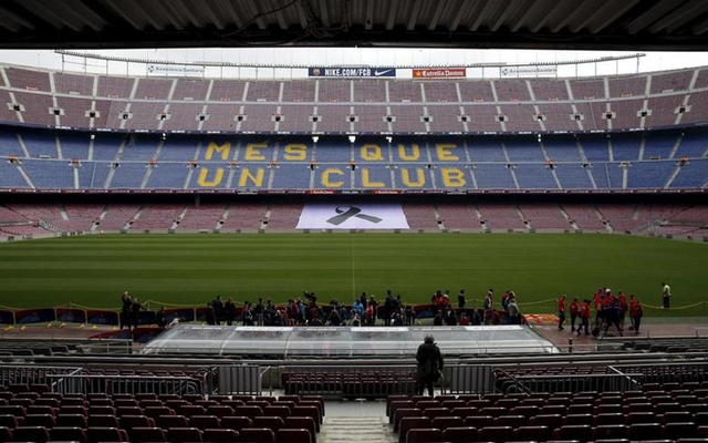 A black ribbon is seen in the grandstands of Camp Nou stadium during the Johan Cruyff memorial in Barcelona, Spain, March 26, 2016. REUTERS/Albert Gea