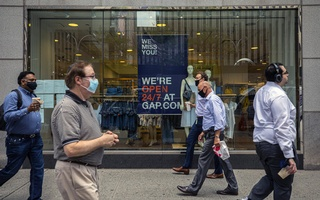 A Gap store near Rockefeller Center in New York on July 29, 2020. Many companies have kept their stores closed in New York, even as they have opened stores in other parts of the country. (Hiroko Masuike/The New York Times)
