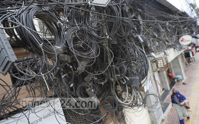A cobweb of internet and TV cables next to Dhaka Stock Exchange in Motijheel. Dhaka South City Corporation has promised to free the part of the capital from such tangled wires within December, 2020. Photo: Asif Mahmud Ove
