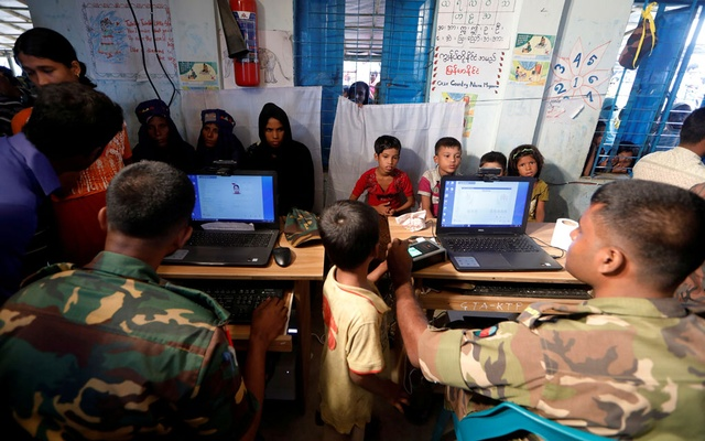 FILE PHOTO: Rohingya refugees are registered by Bangladeshi army personnel at a registration center in Kutupalong refugee camp in Cox's Bazar, Bangladesh, October 20, 2017. REUTERS