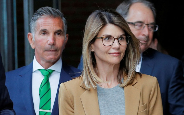 Actor Lori Loughlin, and her husband, fashion designer Mossimo Giannulli, leave the federal courthouse after facing charges in a nationwide college admissions cheating scheme, in Boston, Massachusetts, US, Apr 3, 2019. REUTERS