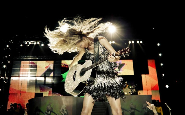 Taylor Swift performs at Madison Square Garden in New York, Aug 27, 2009. Four different booklets in special editions of her new album contain reproductions of handwritten journals that reveal what Swift wants us to see — and what she doesn't. Chad Batka/The New York Times