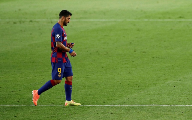 Football - Champions League - Round of 16 Second Leg - FC Barcelona v Napoli - Camp Nou, Barcelona, Spain - August 8, 2020 Barcelona's Luis Suarez walks off, as play resumes behind closed doors following the outbreak of the coronavirus disease (COVID-19). Reuters