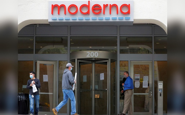 A sign marks the headquarters of Moderna Therapeutics, which is developing a vaccine against the coronavirus disease (COVID-19), in Cambridge, Massachusetts, US, May 18, 2020. REUTERS