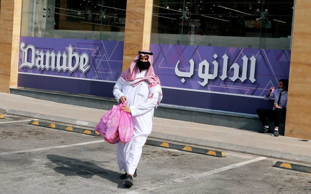 A Saudi man wearing a protective mask walks in front of the Danube supermarket on Al-Takhassusi Street in Riyadh, Saudi Arabia, Sept 01, 2020. REUTERS/FILE