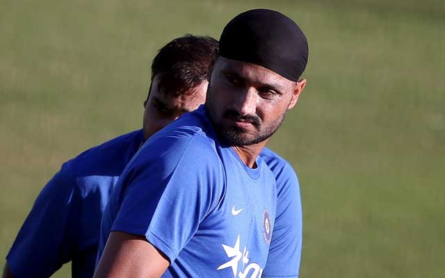 India's Harbhajan Singh (R) and Amit Mishra attend a practice session ahead of their first Twenty-20 cricket match against South Africa in the northern Indian hill town of Dharamsala, India, October 1, 2015. REUTERS/Adnan Abidi