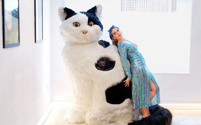 Canadian comedian Katherine Ryan at her home in London, on Aug 27, 2020. Ryan shares her home with a giant stuffed cat and several tiny dogs. Lauren Fleishman/The New York Times