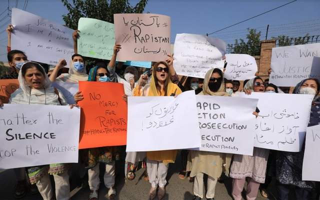 People carry signs against a gang rape that occurred along a highway and to condemn violence against women and girls, during a protest in Peshawar, Pakistan September 12, 2020. REUTERS/Fayaz Aziz