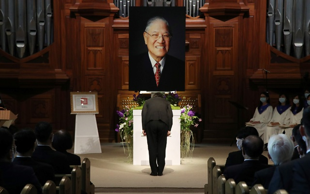 Taiwan President Tsai Ing-wen attends a memorial service for late Taiwan president Lee Teng-hui at a chapel of Aletheia University in New Taipei City, Taiwan September 19, 2020. Central News Agency/Pool via Reuters