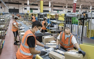 Amazon employees process packages at a delivery station in Arzano, Italy on Sept 18, 2020. The e-commerce giant had struggled to gain a foothold in a society that prefers to shop in person, with cash, but now Italians are hooked on online shopping. Gianni Cipriano/The New York Times
