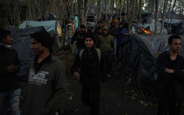 Migrants gather before trying to cross the Bosnia-Croatia border what they call