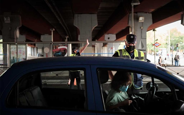 Police officers on Sept 24, 2020, check vehicles at the border of the Puente de Vallecas, one of the Madrid neighbourhoods under partial lockdown. Gianfranco Tripodo/The New York Times