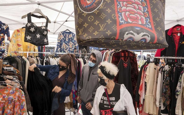 Shoppers browse the Chelsea Flea in New York, Oct 4, 2020. The New York Times