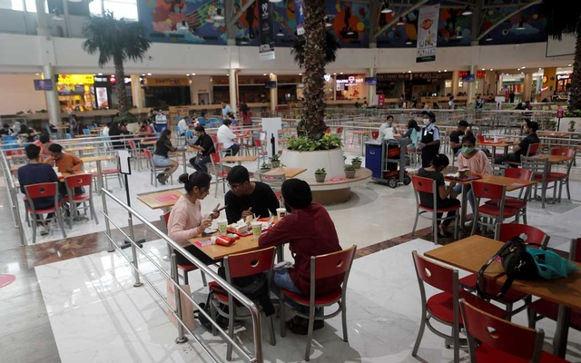 People eat at a food court at a mall after they reopened amidst the spread of the coronavirus disease (COVID-19) in Mumbai, India, Oct 8, 2020. REUTERS