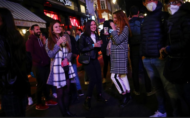 People gather in the Soho area, as new restrictions are implemented for bars and restaurants to curb the spread of the coronavirus disease (COVID-19), in London, Britain, September 24, 2020. Reuters
