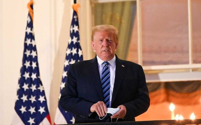 US President Donald Trump poses on the Truman Balcony of the White House after returning from being hospitalized at Walter Reed Medical Centre for coronavirus disease (COVID-19) treatment, in Washington, US October 5, 2020. REUTERS