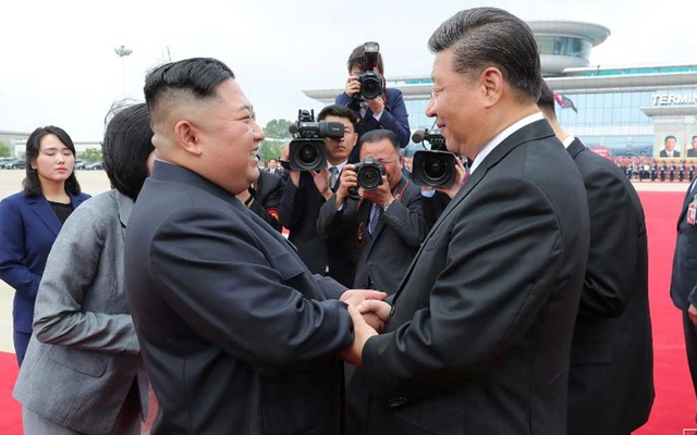 North Korean leader Kim Jong Un shakes hands with Chinese President Xi Jinping during Xi's visit in Pyongyang, North Korea, in this picture released by by North Korea's Korean Central News Agency (KCNA) on June 21, 2019. KCNA via REUTERS
