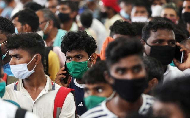 Migrants who returned from their hometown of Uttar Pradesh wait in line to be tested for the coronavirus disease (COVID-19) during a rapid antigen testing campaign at a railway station, on the outskirts of Mumbai, India, October, 3, 2020. REUTERS