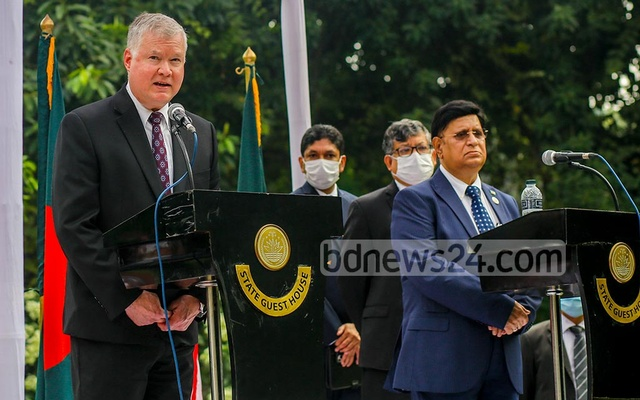 Foreign Minister AK Abdul Momen and US Deputy Secretary of State Stephen Beigun hold a joint media briefing at State Guesthouse Padma, Oct 15, 2020. Photo: Mahmud Zaman Ovi