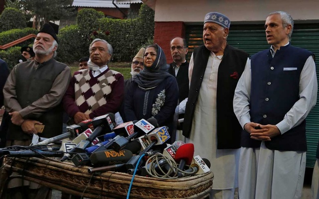 Muzaffar Shah, leader of Awami National Conference, Mohammed Yousuf Tarigami, leader of Communist Party of India (Marxist), Mehbooba Mufti, former chief minister of Jammu and Kashmir and President of Peoples Democratic Party, Farooq Abdullah and his son Omar Abdullah, both leaders of National Conference and former state chief ministers, address the media after their meeting in Srinagar, October 15, 2020. REUTERS