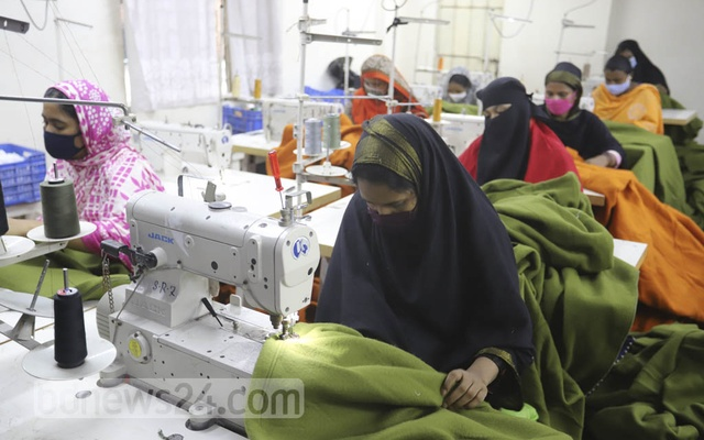 Bidyanondo has made preparations to distribute 10,000 blankets during the winter, said Zakir Hossain Pavel, a member of the executive council of the foundation.
