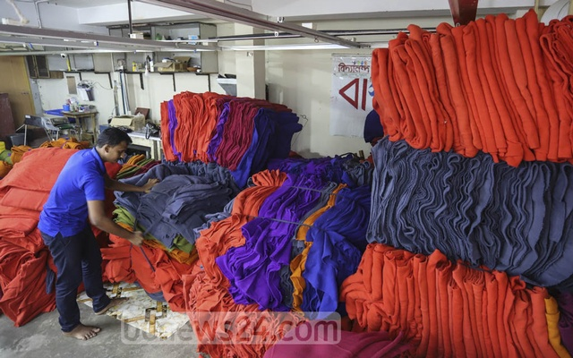To reduce costs, Basanti Garments bought rolls of fabric at wholesale prices from Narayanganj.