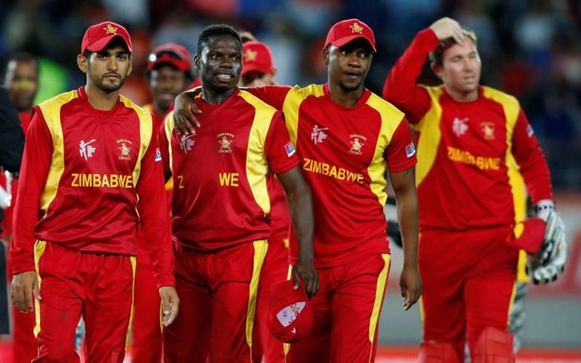 Zimbabwe's cricketers leave the field after losing their Cricket World Cup match against India at Eden Park in Auckland, March 14, 2015. REUTERS/Nigel Marple
