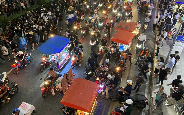 Food carts are seen on the street during an anti-government protest in Bangkok, Thailand, Oct 21, 2020. REUTERS