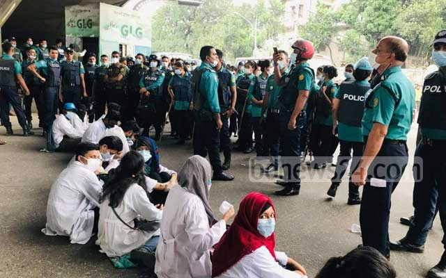 Students from government and private medical colleges demonstrate blocking a road in Dhaka's Mohakhali on Tuesday, Nov 3, 2020 against plans to hold examinations amid the coronavirus pandemic.
